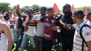 Hinchas de Sao Paulo agreden a los jugadores