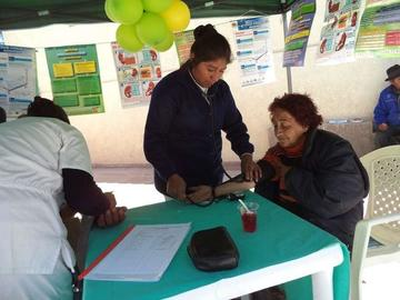 La CNS brinda la atención a los adultos mayores en feria