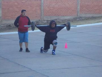 """El """"Hombre Más Fuerte de Bolivia"""" empieza su preparación para el nacional"""