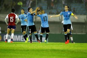 Uruguay golea y asume el liderato