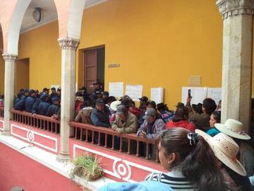 Afectados amenazan demoler el inmueble del alcalde Cervantes