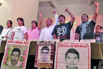 Padres de los 43 desaparecidos ven impunidad en el caso Iguala