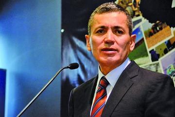 Erik Ariñez es posesionado en la dirección de la AJAM
