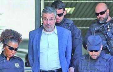 Arrestan a un exministro de Rousseff y Lula por el caso Petrobras en Brasil