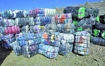 La Aduana se incauta  300 fardos de ropa