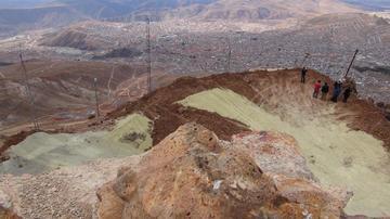 Verifican el avance del  relleno seco del Cerro Rico