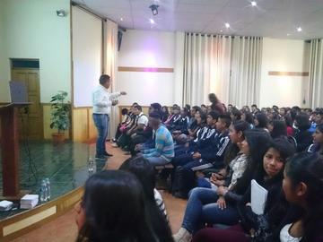 Charla busca  motivar a los alumnos para la universidad
