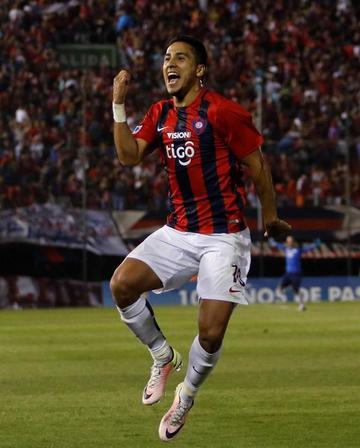 Cerro Porteño golea y clasifica a cuartos