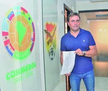 Hoyos llama a 30 jugadores para retar a Brasil y Ecuador
