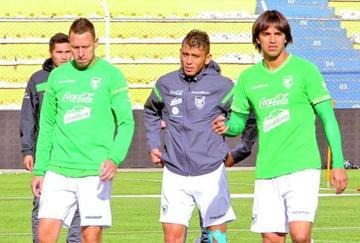 Hoyos ratifica la dupla de ataque con Duk y Martins