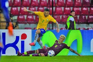 Brasil gana y asume el liderato