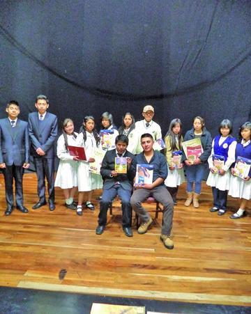 Premian a ganadores del concurso de personajes