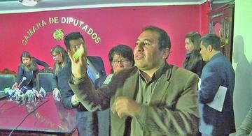 Fiscalía cita a diputado Santamaría para declarar por soborno a un policía