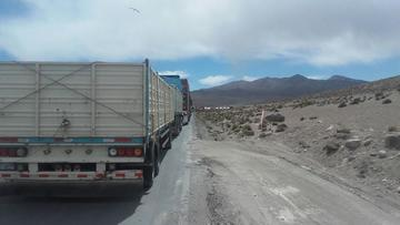 Morales denuncia nueva falta de Chile a derechos de camioneros