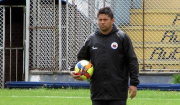 Gutiérrez tiene problemas en armar la contención de su onceno titular