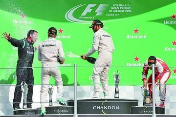 Lewis Hamilton se impone en el Gran Premio de México