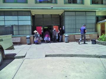 Sindicato médico de la CNS acata el paro de brazos caídos en Potosí