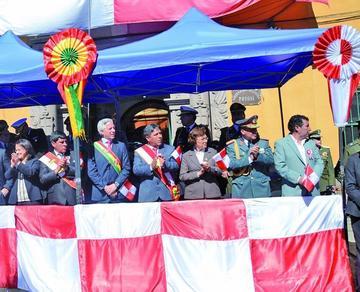 Alistan dos desfiles para celebrar aniversario de la gesta libertaria