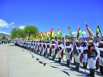 Potosinos festejan divididos aniversario del 10 de Noviembre