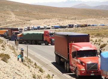 Cónsul boliviano hace gestiones para evitar multas a camioneros