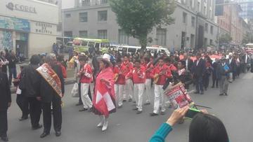 Residentes potosinos en La Paz festejan el 10 de noviembre