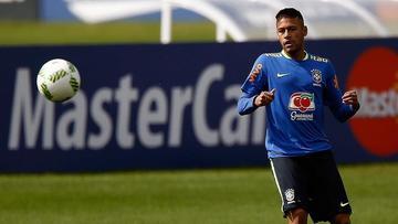 Neymar es el único titular en el primer entrenamiento de Brasil