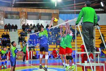Potosí debuta con derrota en el nacional de voleibol