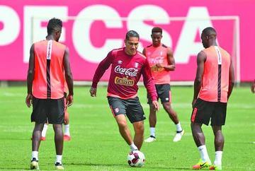Perú busca sumar ante Brasil
