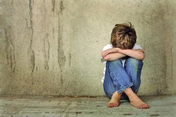 Niño de 12 años viola a otro de 7 en un colegio de Cochabamba