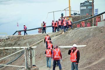 Ingenieros afganos verifican el estado del dique de San Antonio