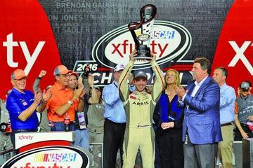 Suarez se convierte en el primer latinoamericano en ganar en NASCAR