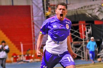 Carlos Saucedo va a la lucha en la tabla de goleadores