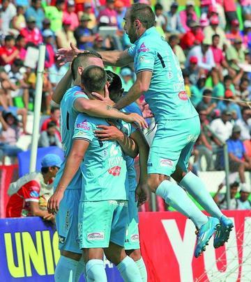 Bolívar gana y se aleja en el Apertura