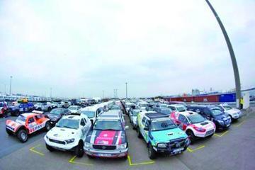Embarcan 241 coches rumbo al Dakar