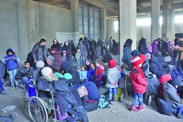 Miles de desplazados llegan a zonas de seguridad en Alepo