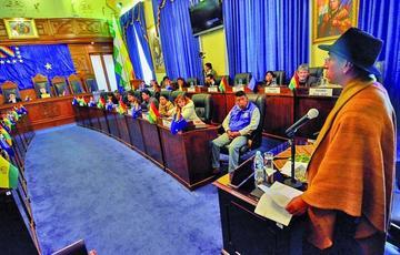 Senado aplaza la audiencia de Gualberto Cusi para mañana