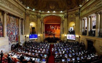 El Senado refrenda acuerdo de paz con las FARC en Colombia