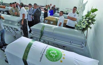Restos de bolivianos fallecidos en accidente aéreo llegan hoy