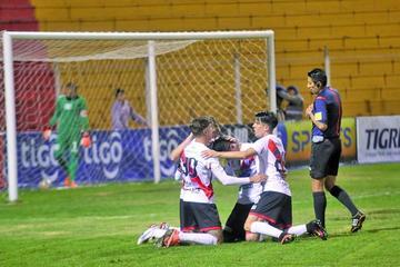 Nacional Potosí golea y sube al cuarto lugar