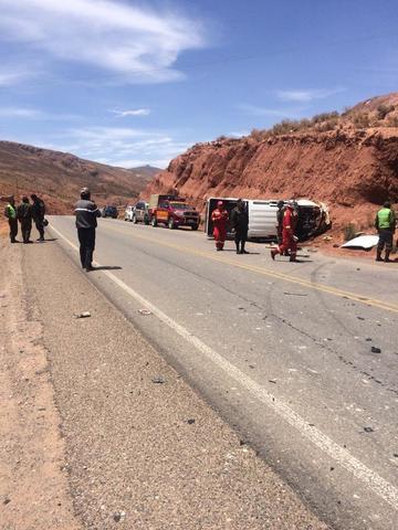 Colisión de vehículos en la carretera deja seis heridos
