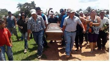 Los restos de Paúl Burton  llegaron a Huacaraje