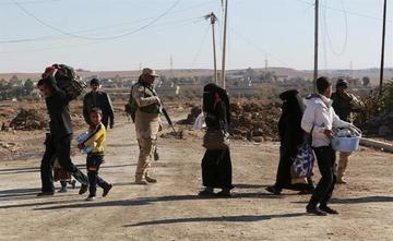 Enfrentamientos en Mosul dejan 100.000 desplazados iraquiés