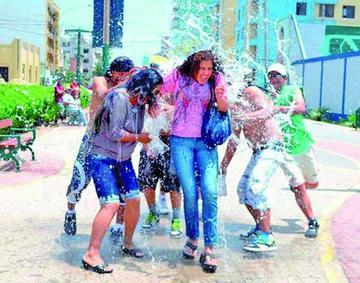 Prohibirán el juego con agua en carnaval desde el próximo año