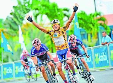 Pablo Mudarra toma el liderato en Costa Rica