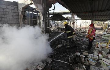 Explosión en mercado de fuegos artificiales en México mata a 29