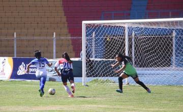La selección de fútbol damas cede sus primeros puntos de local
