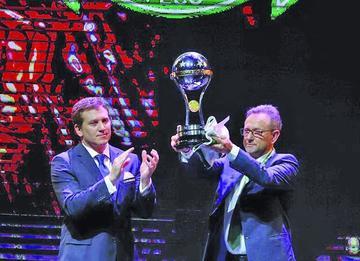 El Chape recibe la Copa Sudamericana