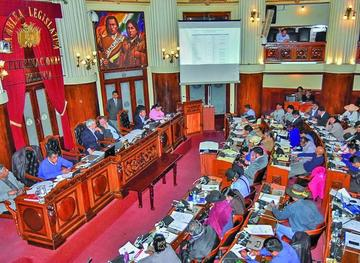 Asamblea Legislativa aprueba los informes de dos ministros