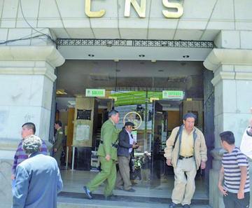 Trabajadores de la CNS llaman a un paro de 48 horas para el 28 y 29