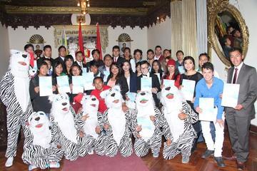 Premian a jóvenes destacados de Potosí